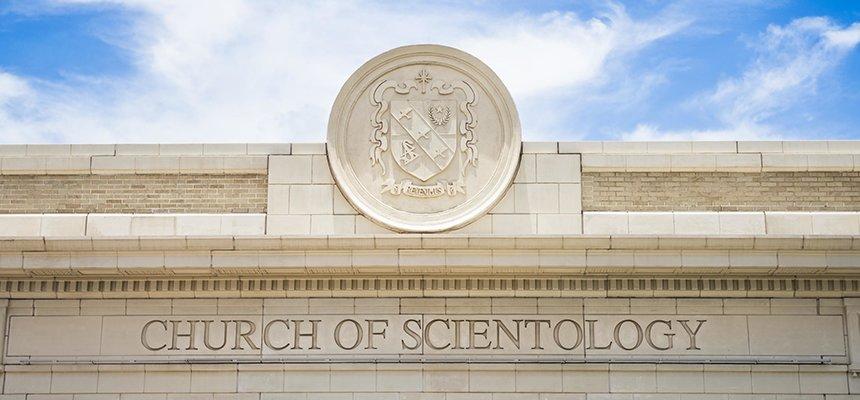 v Clearwateru na bohoslužbách v Scientologické církvi