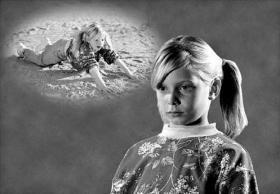Una bambina che si è fatta male può essere notevolmente assistita con la comunicazione.