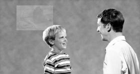 Debería guiarse al niño de forma que relatara lo que ha ocurrido como si estuviera ocurriendo en el presente. Esto descargará cualquier trauma que esté conectado con ello.