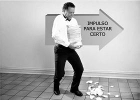 Quando acontece uma acção errada, a pessoa entra em conflito entre a sua acção errada e o impulso para estar certa. . .