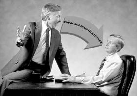 En kommunikation som rör sig i endast en riktning etablerar aldrig en tvåvägskommunikationscykel. I sociala sammanhang accepteras en person inte utan den.