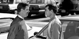 Genom att reagera med uttråkning på en person som är arg, kan personens ton höjas.