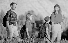 La segunda dinámica es el impulso hacia la existencia en relación con la generación futura. Tiene dos partes: el sexo y la unidad familiar, incluyendo la crianza de los niños.