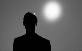 De zevende drijfveer is de drang tot voortbestaan als of van spirituele wezens. Alles wat spiritueel is, of het nu wel of geen identiteit heeft, valt onder de noemer van de zevende drijfveer. Deze drijfveer staat los van het fysisch universum en is de bron van het leven zelf. Aldus zien we hier de inspanning om de bron van het leven te laten voortbestaan.