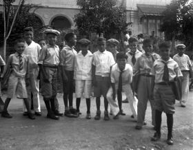 Students of Mr. Hubbard's English class on the island of Guam, 1928. Photograph by L. Ron Hubbard.