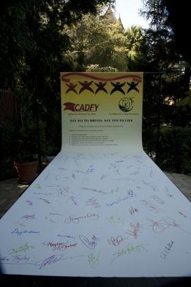 Pledge signing by Hollywood High Choir.