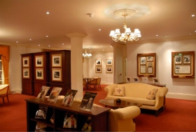 Antigua residencia de George Bernard Shaw, en 1956 la casa de Fitzroy se convirtió en la base de operaciones de L.Ronald Hubbard y la casa de la oficina de Londres de la Asociación Internacional de Scientologists Hubbard.