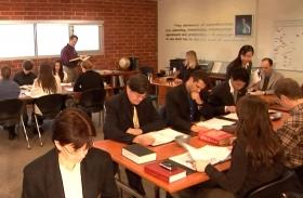 Profesionales en busca del conocimiento y la competencia en todos los aspectos de la dirección, se inscriben en programas de entrenamiento en los Colegios de Administración Hubbard en los que pueden avanzar a su propio ritmo.
