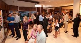 Na de inwijdingsceremonie tourden duizenden door het Publieke Informatie Centrum van de nieuwe kerk. De multimediadisplays laten de overtuigingen en praktijken van de Scientology religie zien, alsmede het leven en de erfenis van haar grondlegger, L.Ron Hubbard en de vele sociale verbeteringsprogramma's van de kerk.