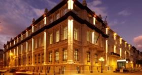 Quest'edificio storico degli inizi del 20° secolo a Boulevard de Waterloo 100-103, nel cuore di Bruxelles, servirà alle necessità spirituali del popolo di questa comunità e a quelle di tutta Europa.