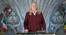 """La Sra. Katalin Szomor, Miembro Experto de la Comisión de Drogas del Parlamento Húngaro y antigua Coordinadora Nacional de Estupefacientes: """"La evaluación independiente de su programa muestra resultados fantásticos. Sus programas de prevención de drogas están por delante de cualquier otro. Miles y miles más son informados con la campaña de educación que ustedes llevan a cabo por todo el mundo""""."""