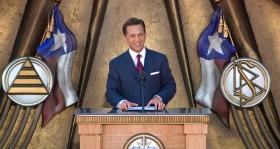De heer David Miscavige, kerkelijk leider van de Scientology religie, was de ceremoniemeester van de opening van de nieuwe Scientology Kerk Dallas, waar hij zei dat de droom voor spirituele vrijheid in Texas gerealiseerd zal worden.