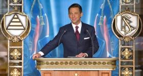 David Miscavige, Bestyrelsesformanden for Religious Technology Center og den kirkelige leder af Scientologi religionen, forestod indvielsen af denne nyekirke.