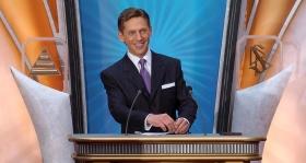 Dhr. David Miscavige, Voorzitter van de Raad van het Religious Technology Center en kerkelijk leider van de Scientology religie, trad op als ceremoniemeester bij de inwijding van de nieuwe Scientology Kerk van New York.