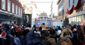 Mil quinientos scientologists y simpatizantes de todo Canadá y los Estados Unidos se aglomeraron en la calle 665 rue Saint-Joseph en el corazón del Distrito Nouvo Saint-Roch para celebrar esta nueva Iglesia.