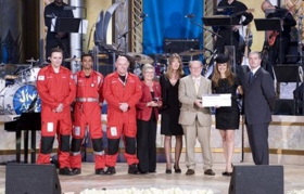 United Kingdom: Hollywood actress Kelly Preston presented a check for £50,000 ($82,000) to the Sussex Air Ambulance Service on behalf of the L. Ron Hubbard Foundation and the Church of Scientology at the 12th annual Gala Charity Concert at Saint Hill, in East Grinstead.