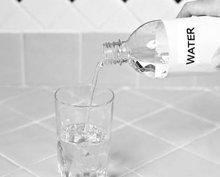 6. Vul de rest van het glas op met lauwwarm of koud water.