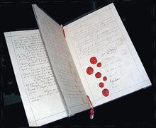 Det originale dokument fra den første Genève-konventionen i 1864, der sørger for pleje til sårede soldater.