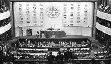 FN representanter fra alle regioner i verden vedtog formelt Verdenserklæringen om menneskerettigheter den 10. desember 1948.