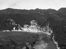 I det sentrale området av Puerto Rico, der spanjolene først gravde etter gull på 1600-tallet; fotografi av L. Ron Hubbard.