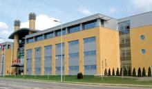 Dois entre os mais de doze Colégios Hubbard de Administração em todo o mundo, onde mais de 175 000 pessoas aprenderam a aplicar a Tecnologia Administrativa do Sr. Hubbard.