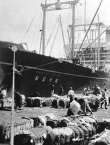 Ainda na adolescência, o Sr. Hubbard viajou duas vezes por mar para uma Ásia exótica e misteriosa de então; fotografia por L. Ron Hubbard.