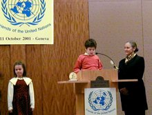 Les gagnants d'un concours de composition européen : trois jeunes venant de Hongrie, de République Tchèque et d'Autriche ont été applaudis lors de l'assemblée des Nations Unies, à Genève.