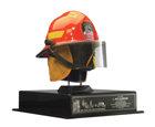 """Каска почётного пожарного— Пожарная часть Нью-Йорка.  Подарена Л.РонуХаббарду пожарными Нью-Йорка, после того как проект детоксикации спасателей Нью-Йорка закончился неоспоримым успехом. Надпись гласит: «Нашему брату Л.РонуХаббарду от твоих братьев в пожарной части Нью-Йорка. Мы чествуем тебя, даря этот шлем— символ нашего девиза: """"Защищать жизнь и собственность"""", ибо его олицетворяет и твоя технология. 2 августа 2003 года»."""