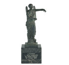 Statue d'honneur — Province de Brescia, en Italie Décernée à M. Hubbard, en reconnaissance de ses travaux et de ses découvertes en tant que philosophe.