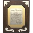 """Utmärkelsen Century Award – tidningen Publishers Weekly  Tilldelad L. Ron Hubbard, """"författare av den största bestsellern genom tiderna bland självhjälpsböcker"""" och """"för att fira att Dianetik: Hur tanken påverkar kroppen låg på Publishers Weekly bestsellerlista i 100 veckor""""."""