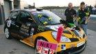 Ники Ланик сосвоей гоночной машиной ссимволикой Международного фонда «Молодёжь заправа человека» имедалями.