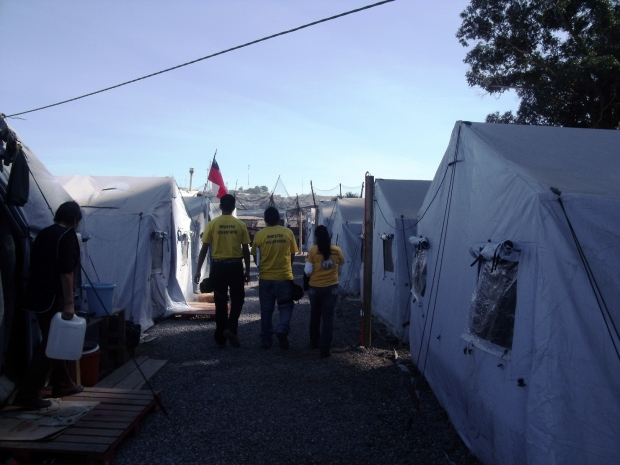 Noodvoorziening in de haven van Talcahuano, in Concepción, april 2010.