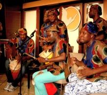 Africká letní noc – oslava kulturní rozmanitosti v Scientologické církvi v Hamburku – propaguje Všeobecnou deklaraci lidských práv OSN.