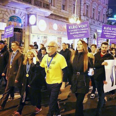 American Actor Joins Hungarian Scientologists in Protest Against Persecution of Religions